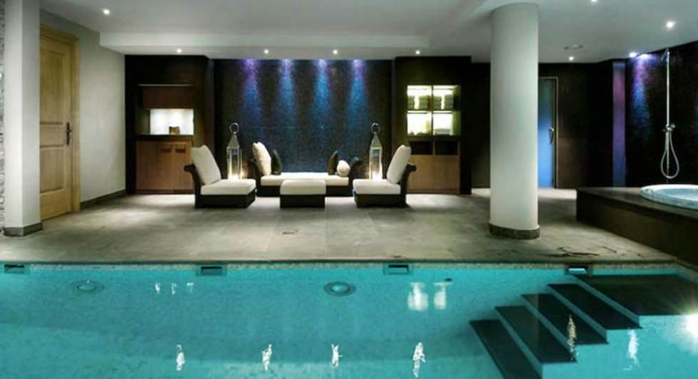 luxus schlafzimmer mit pool. Black Bedroom Furniture Sets. Home Design Ideas