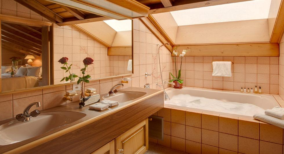 Luxushuetten Schweiz Zen Penthouse Badezimmer Infinity Reisen